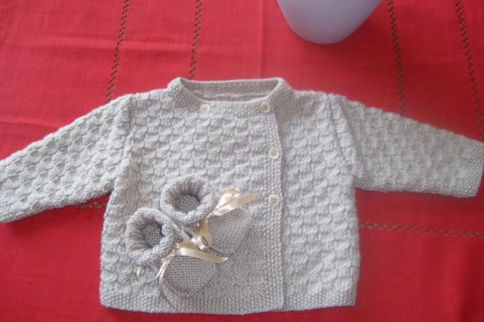 Brassière bébé, un vêtement douillet dans lequel il se sent bien